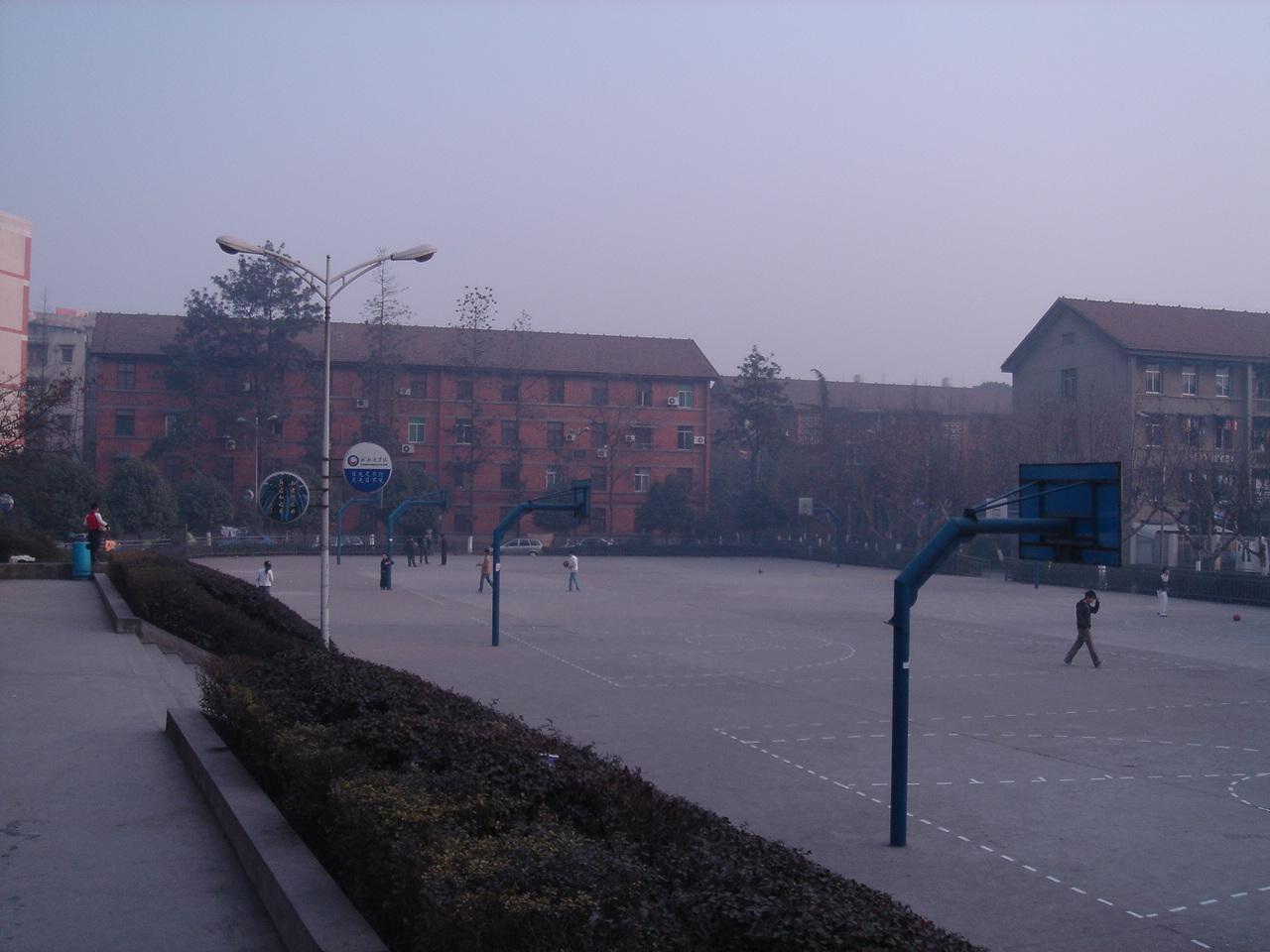 重庆护理学校篮球场